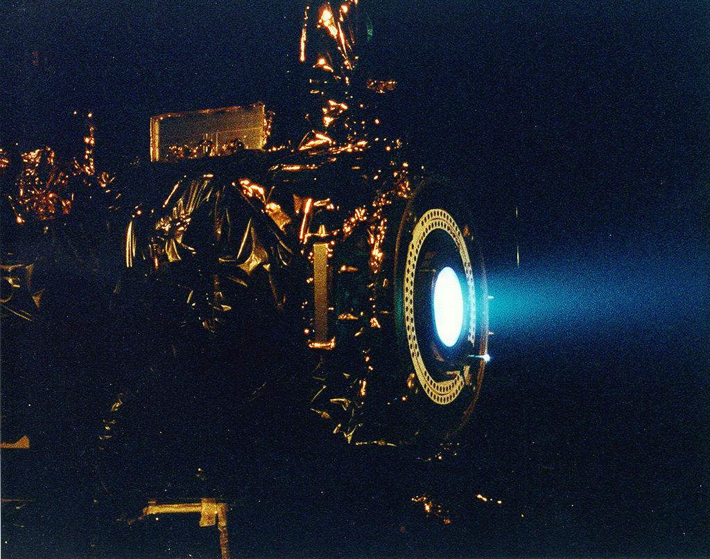Ionimoottorit avaruusaluksista lentokoneisiin