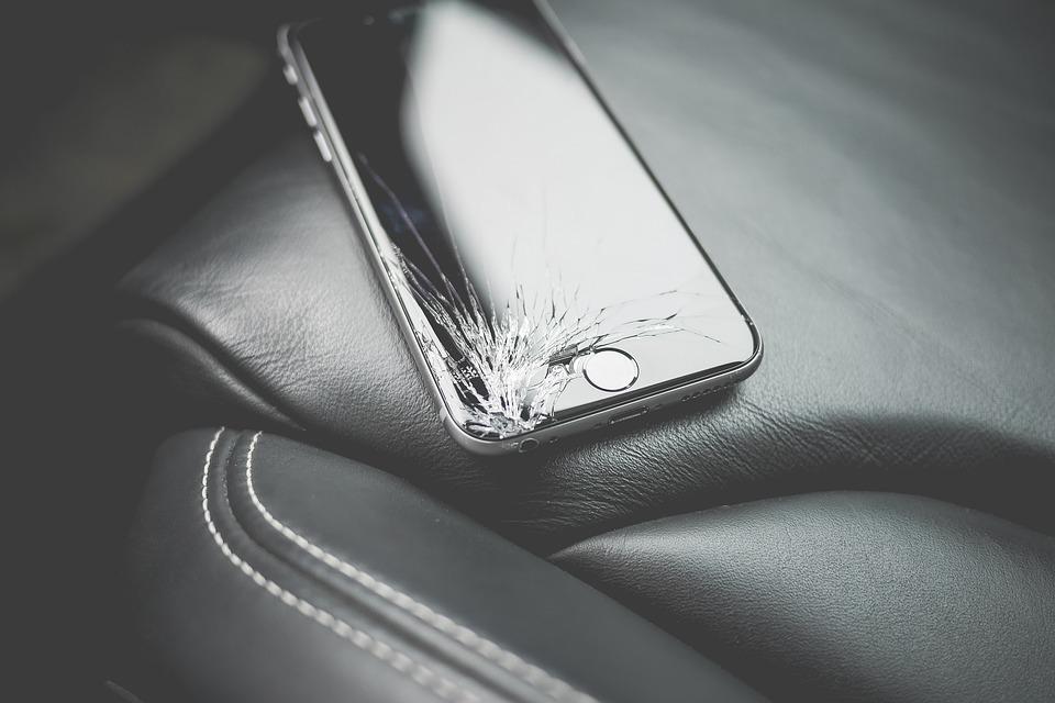 Näin suojaat puhelimesi kolhuilta ja vahingoilta